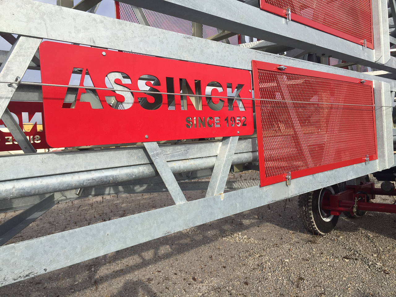 Stackable Portable Conveyors - ASSINCK LIMITED